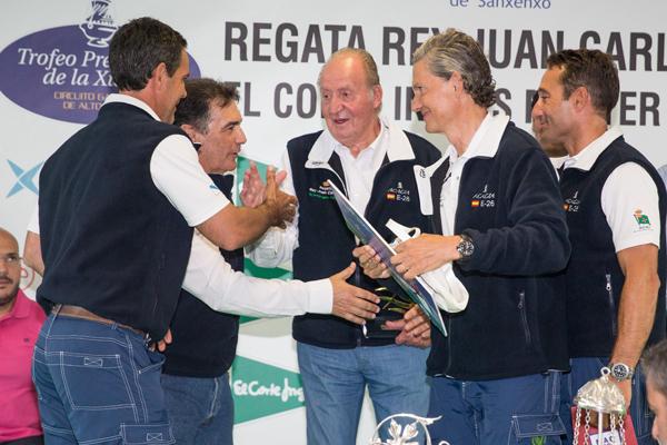 El RCNS recibe del armador José Cusí un cuadro exclusivo de SM el Rey Juan Carlos