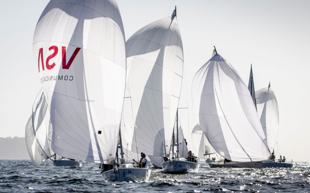 Cerca de 200 barcos llenan de velas Sanxenxo en la segunda jornada